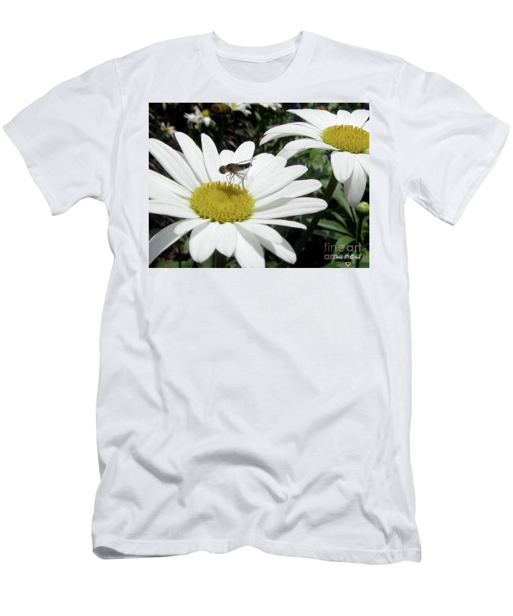 Flower Men's T-Shirt (Athletic Fit) featuring the photograph Dinner by Donna Brown