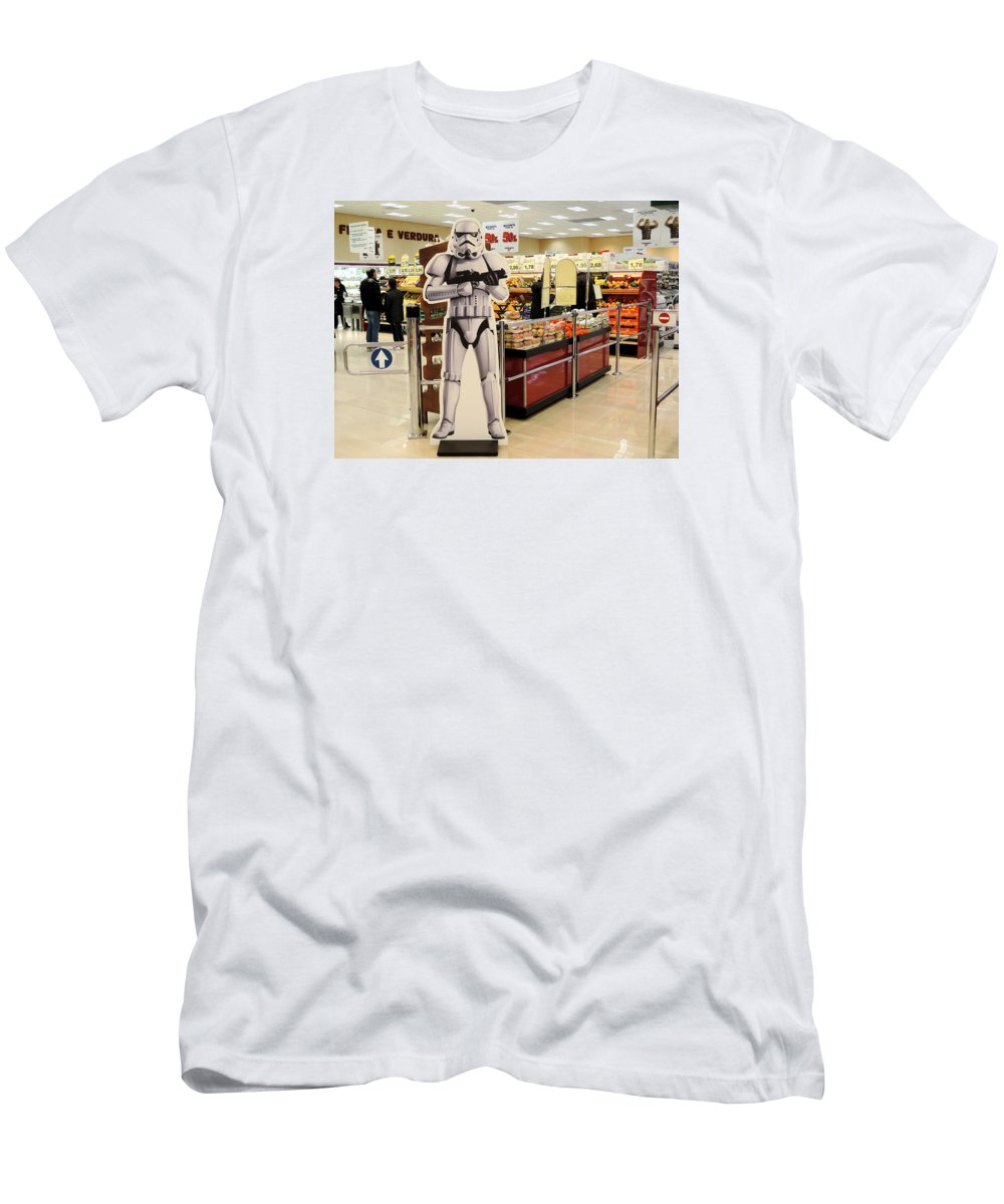 Supermarket Men's T-Shirt (Athletic Fit) featuring the photograph Don't Touch The Apples by Guido Strambio