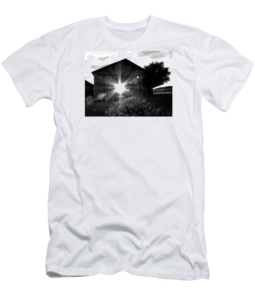 Barn Men's T-Shirt (Athletic Fit) featuring the photograph Doorway To Heaven by William Caine