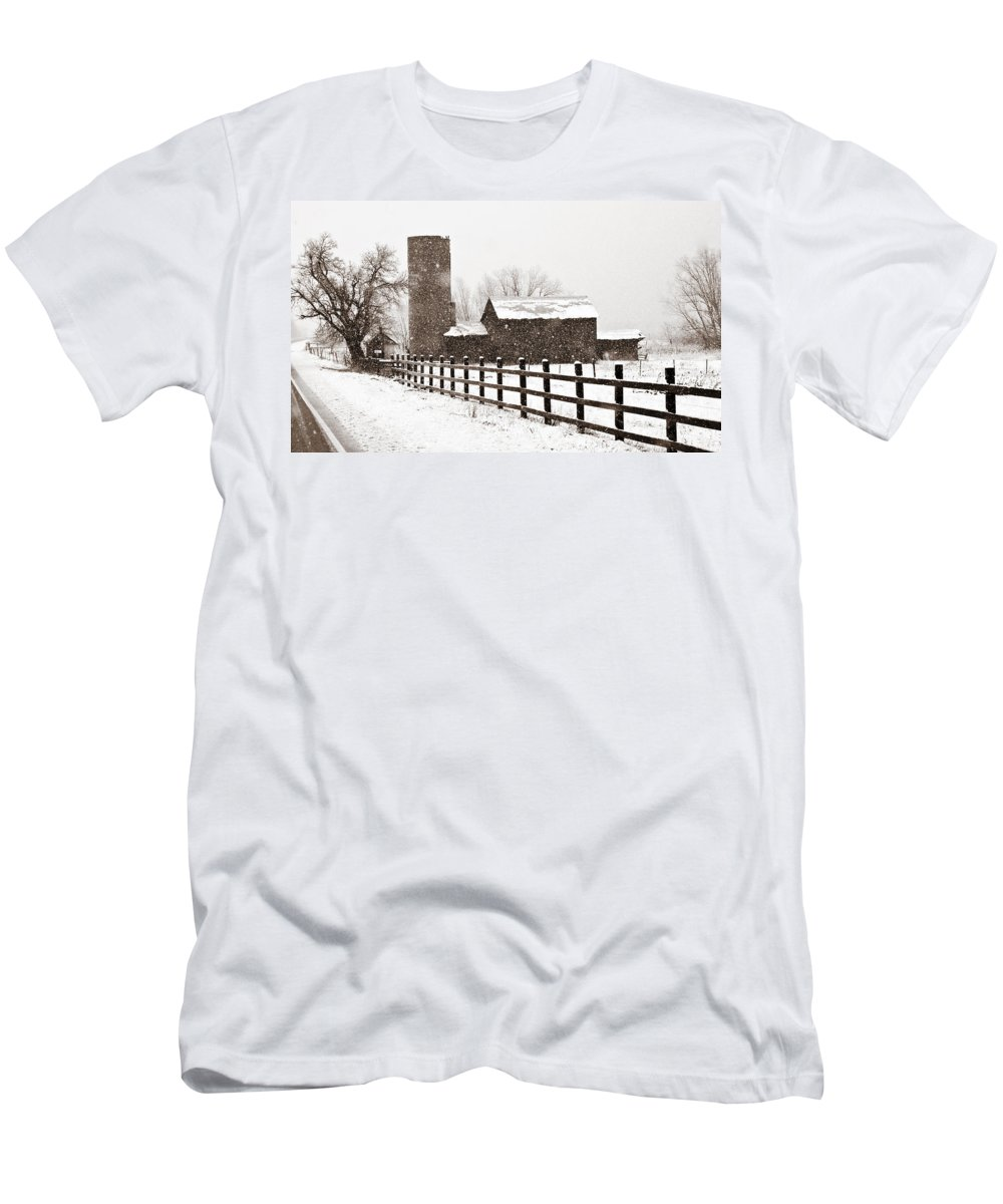 Americana Men's T-Shirt (Athletic Fit) featuring the photograph Driving Down Cherryvale by Marilyn Hunt