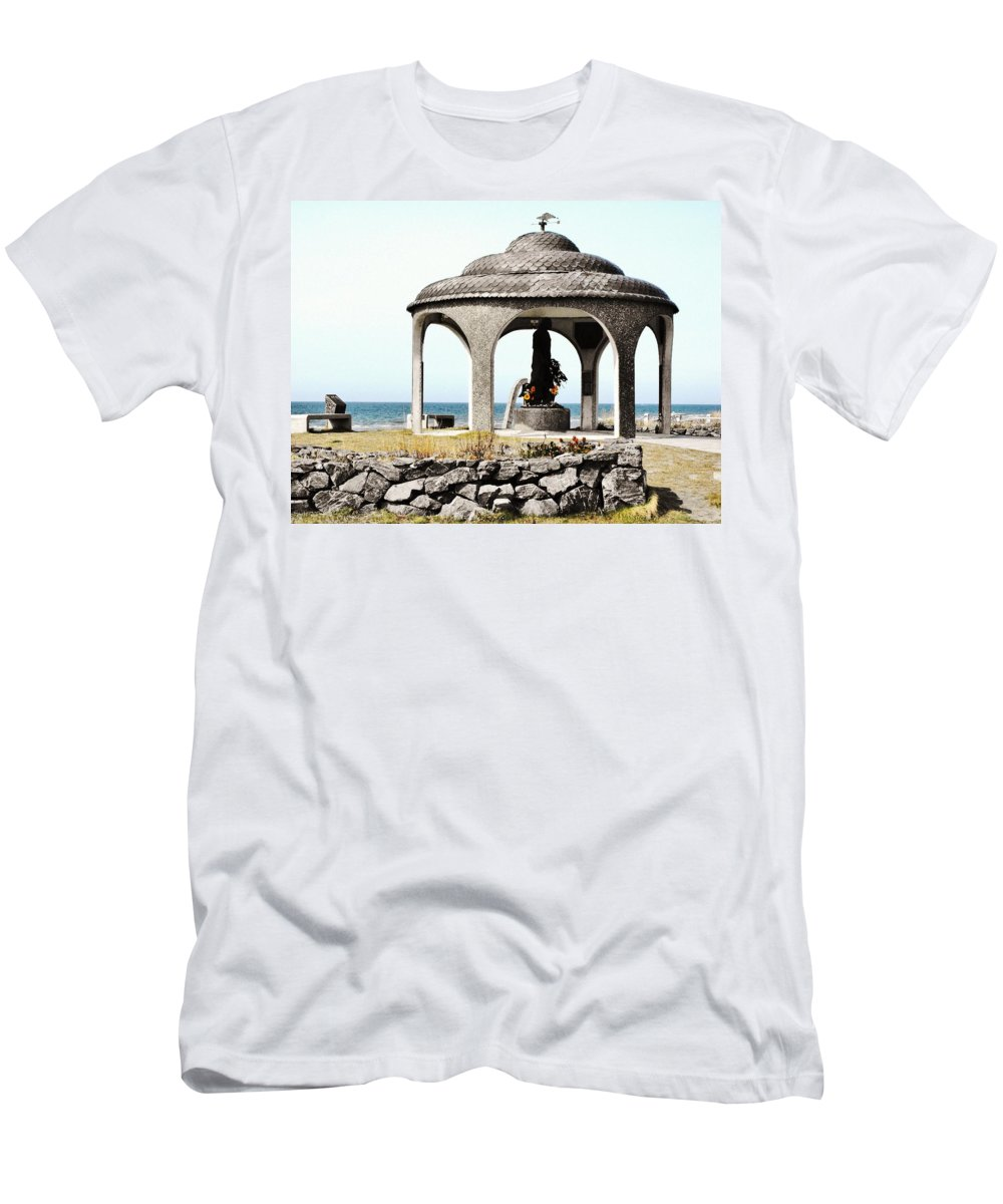 Homer Alaska Men's T-Shirt (Athletic Fit) featuring the photograph Fisherman's Memorial by Lori Mahaffey