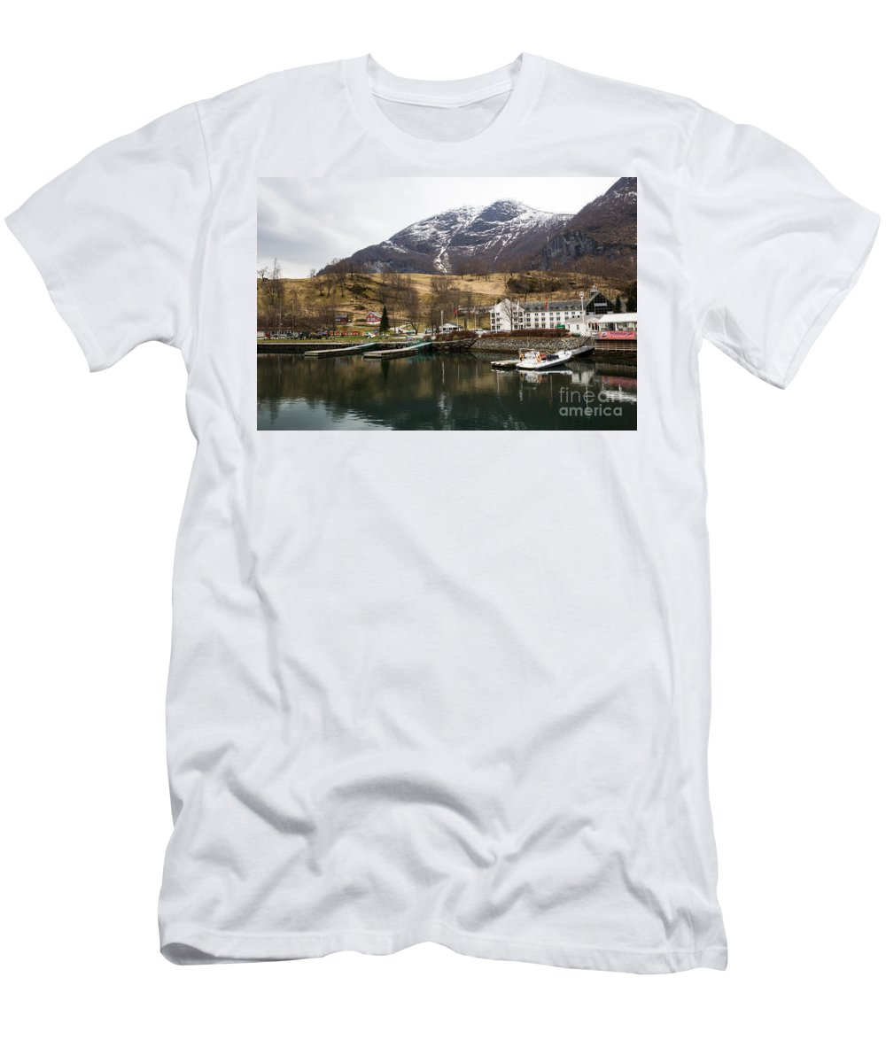 Flam Men's T-Shirt (Athletic Fit) featuring the photograph Flam by Suzanne Luft
