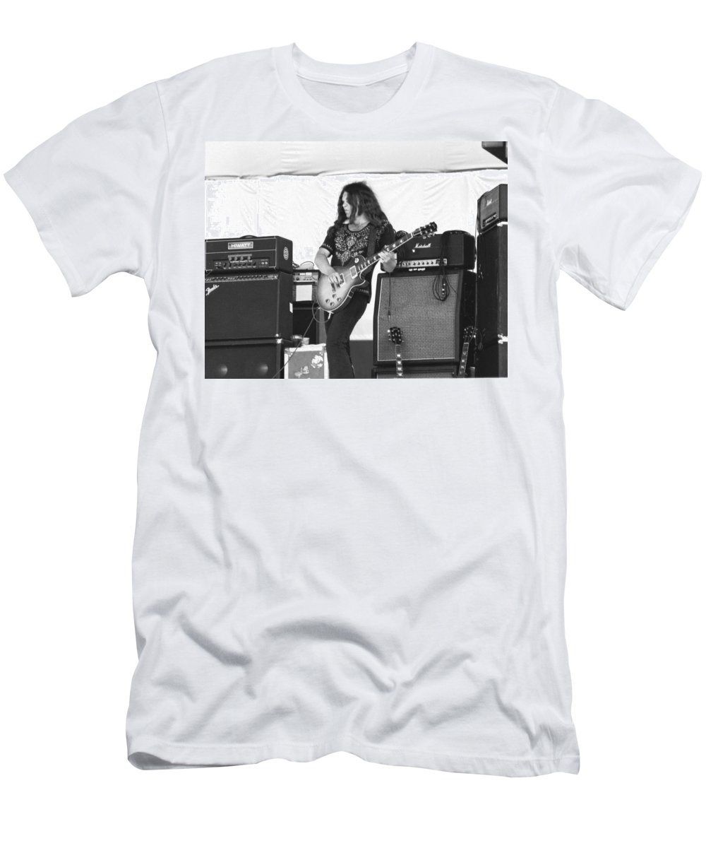 Lynyrd Skynyrd Men's T-Shirt (Athletic Fit) featuring the photograph Gary Rossington Saturday Night Special by Ben Upham