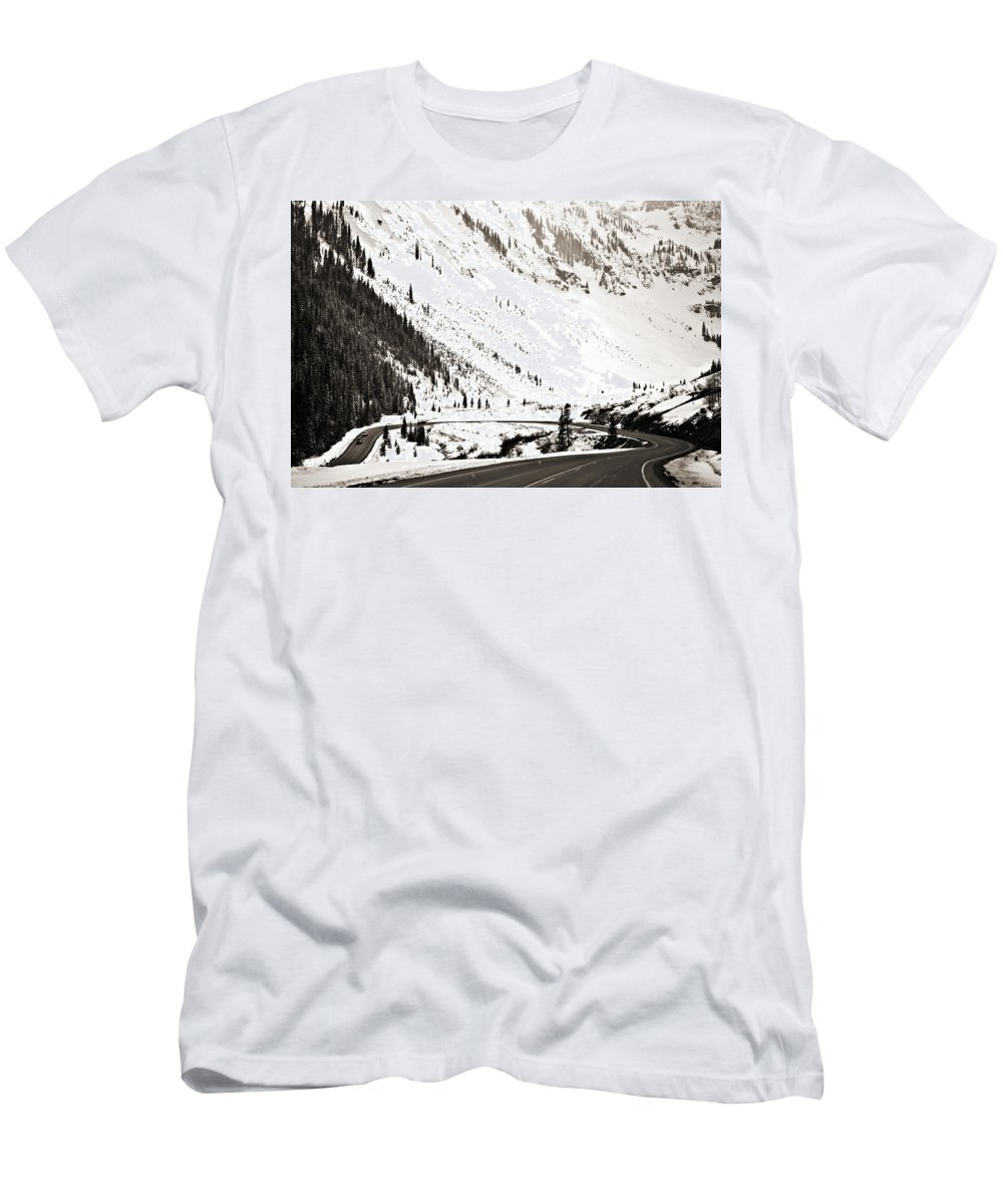 Curve Men's T-Shirt (Athletic Fit) featuring the photograph Hairpin Turn by Marilyn Hunt