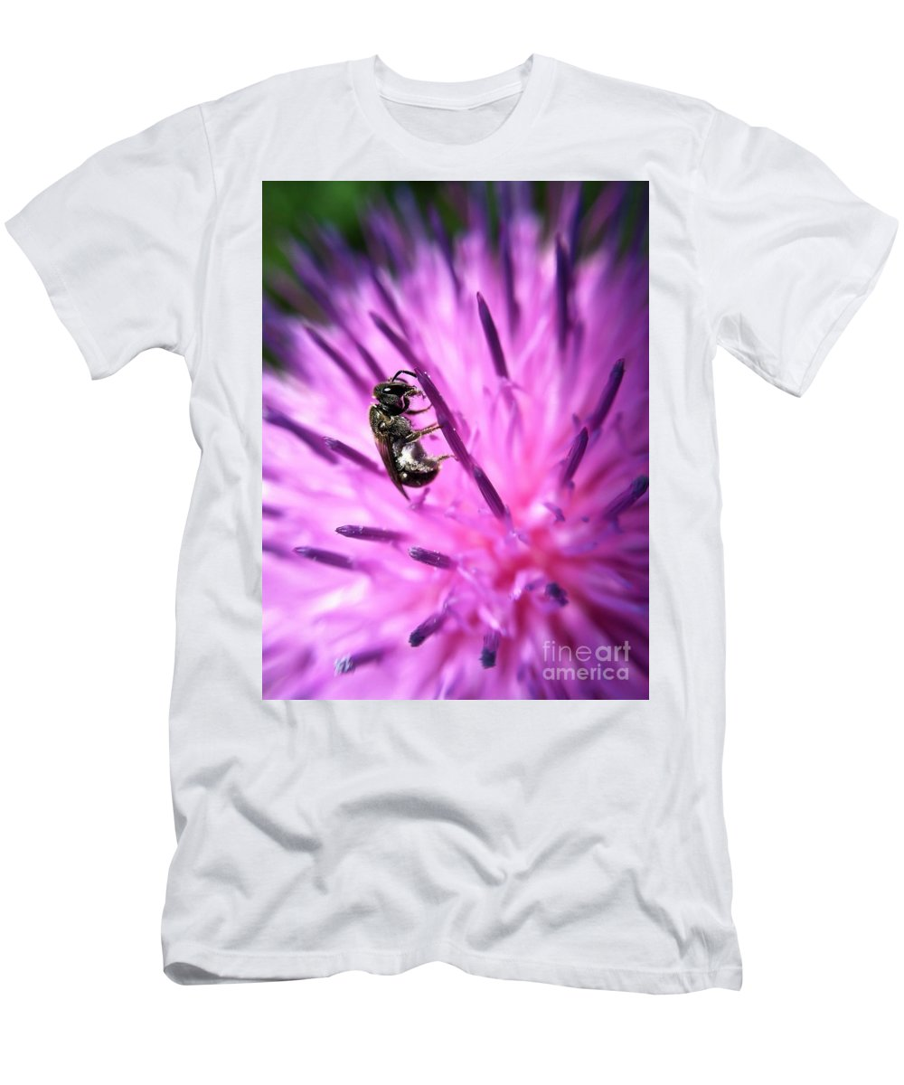 Macro Photography Men's T-Shirt (Athletic Fit) featuring the photograph Holding On by Kerri Farley