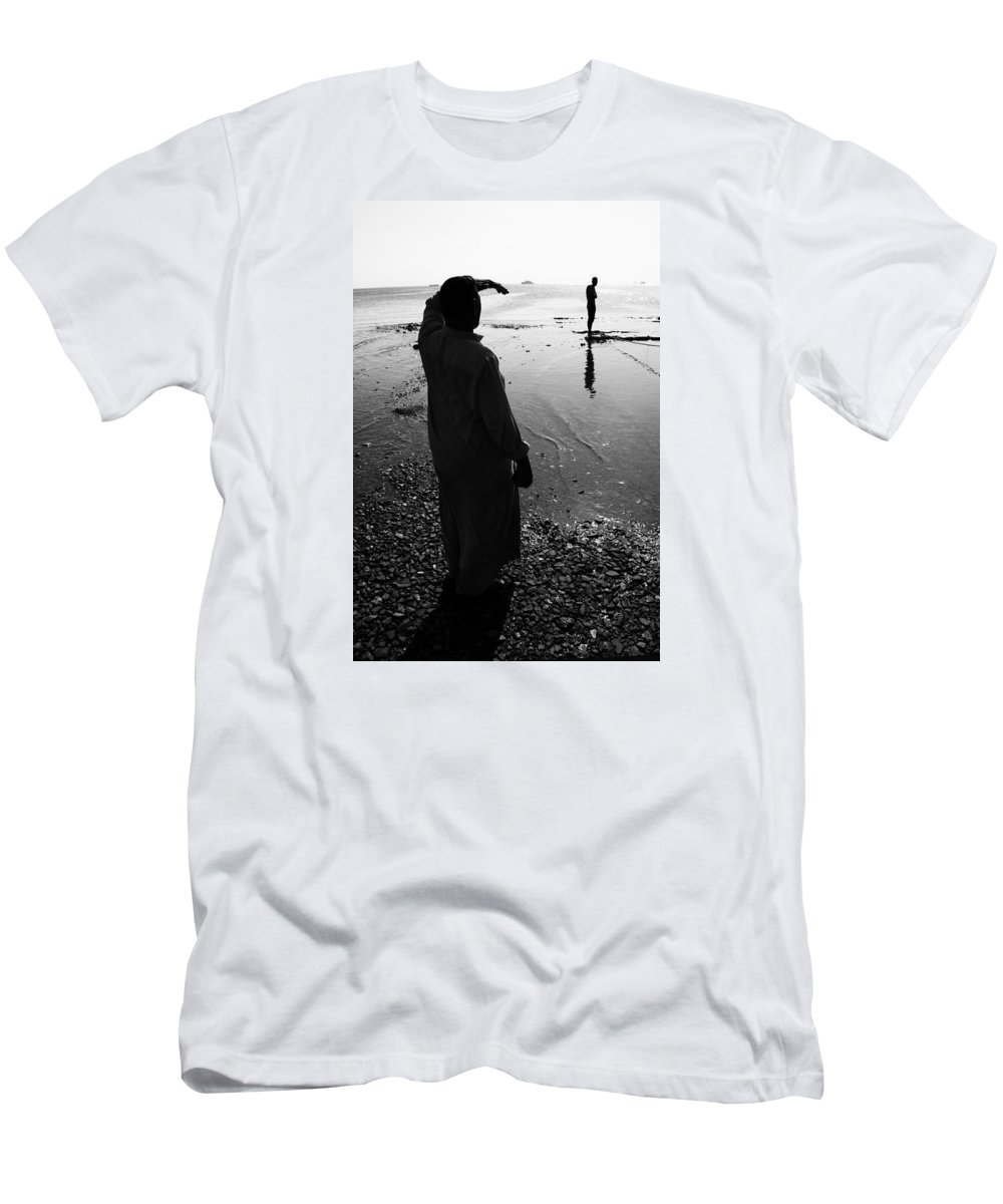 Hurghada Men's T-Shirt (Athletic Fit) featuring the photograph Howz It Out There by Jez C Self