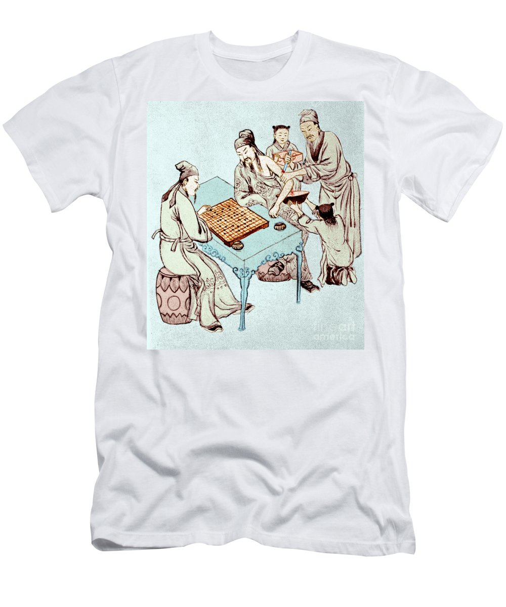 Historic Men's T-Shirt (Athletic Fit) featuring the photograph Hua Tuo Operating On Juan Kung, 2nd by Science Source