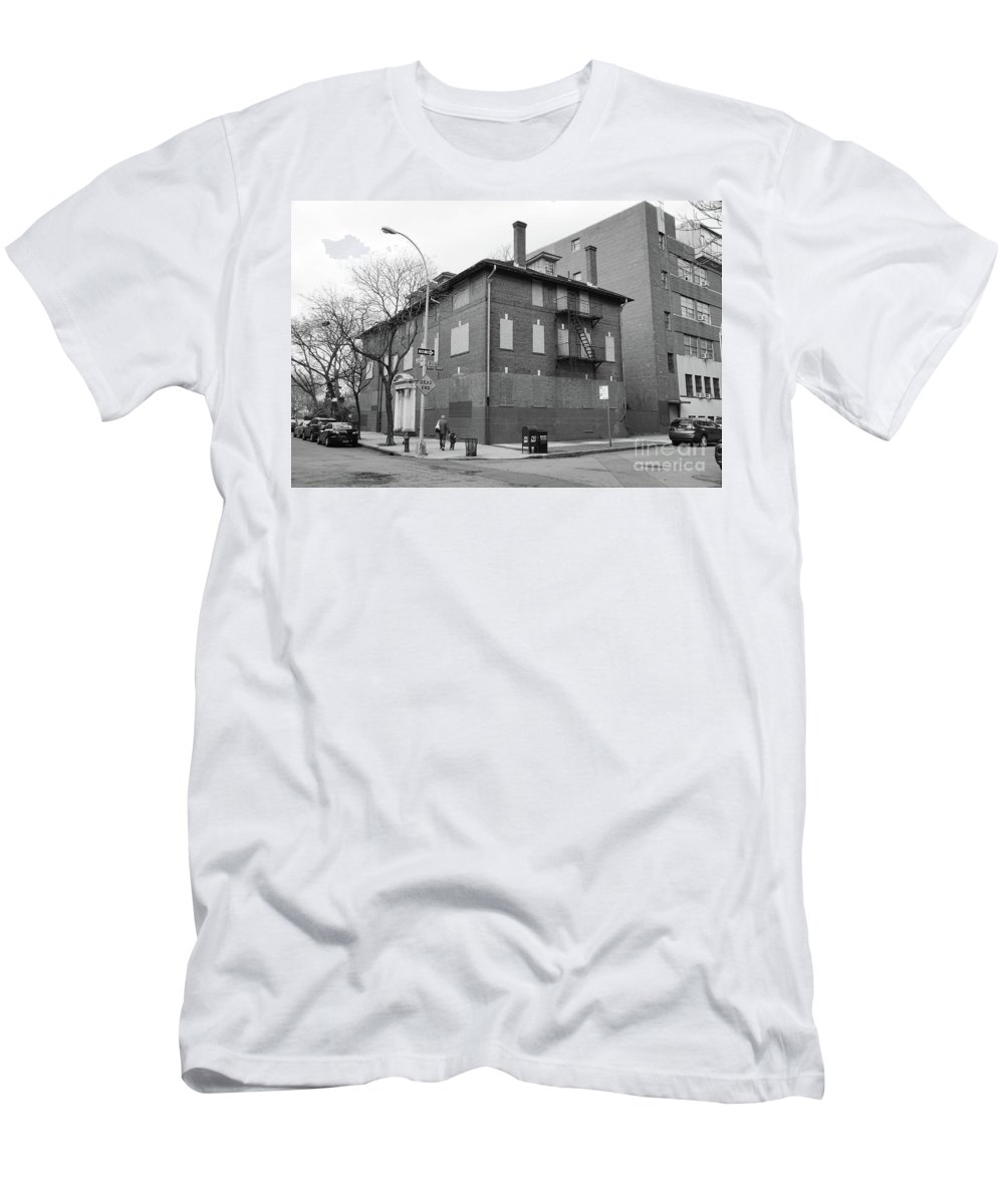 Hurst Men's T-Shirt (Athletic Fit) featuring the photograph Hurst House by Cole Thompson