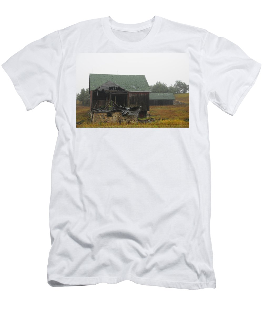 Barn Men's T-Shirt (Athletic Fit) featuring the photograph In The Rain by David Arment