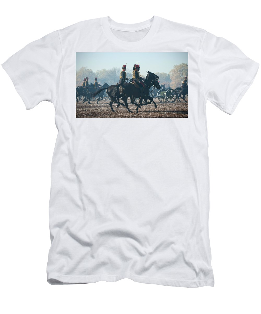 13 Pounder Men's T-Shirt (Athletic Fit) featuring the photograph Kings Troop Rha by Roy Pedersen