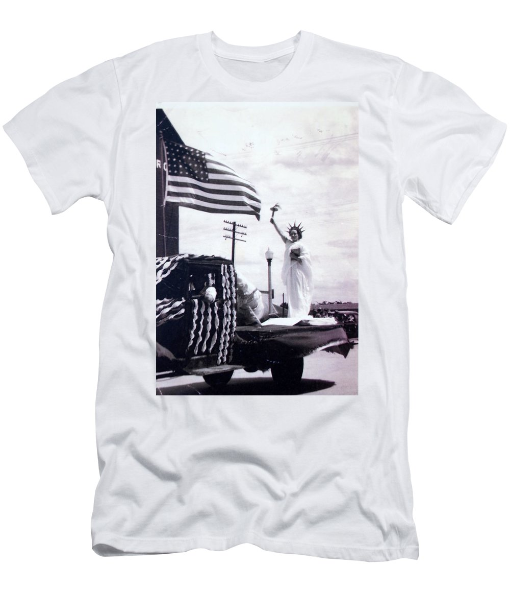 4th Of July Men's T-Shirt (Athletic Fit) featuring the photograph Lady Liberty by Kurt Hausmann