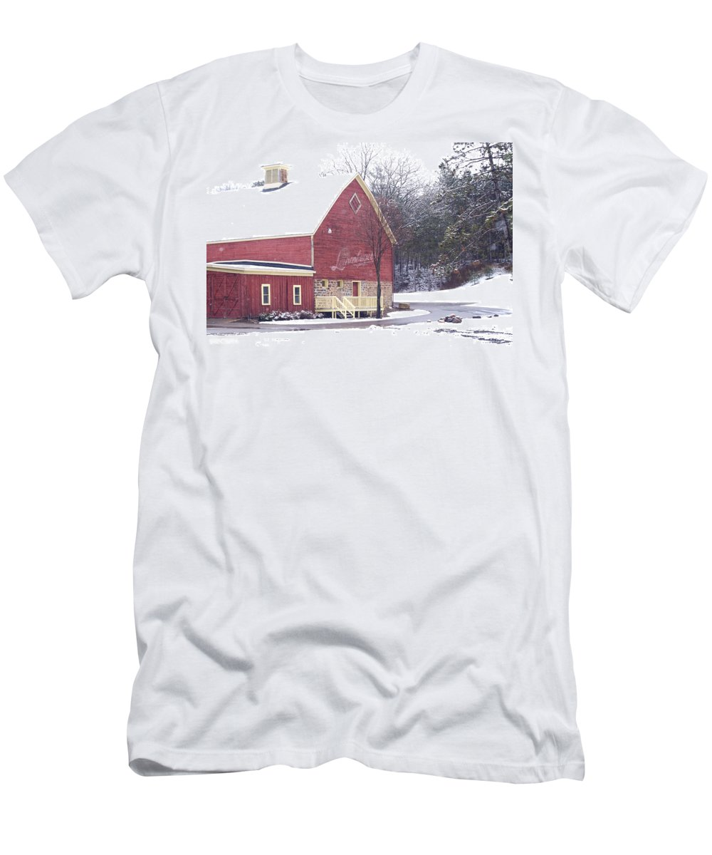 Barn Men's T-Shirt (Athletic Fit) featuring the photograph Leinie by Tim Nyberg