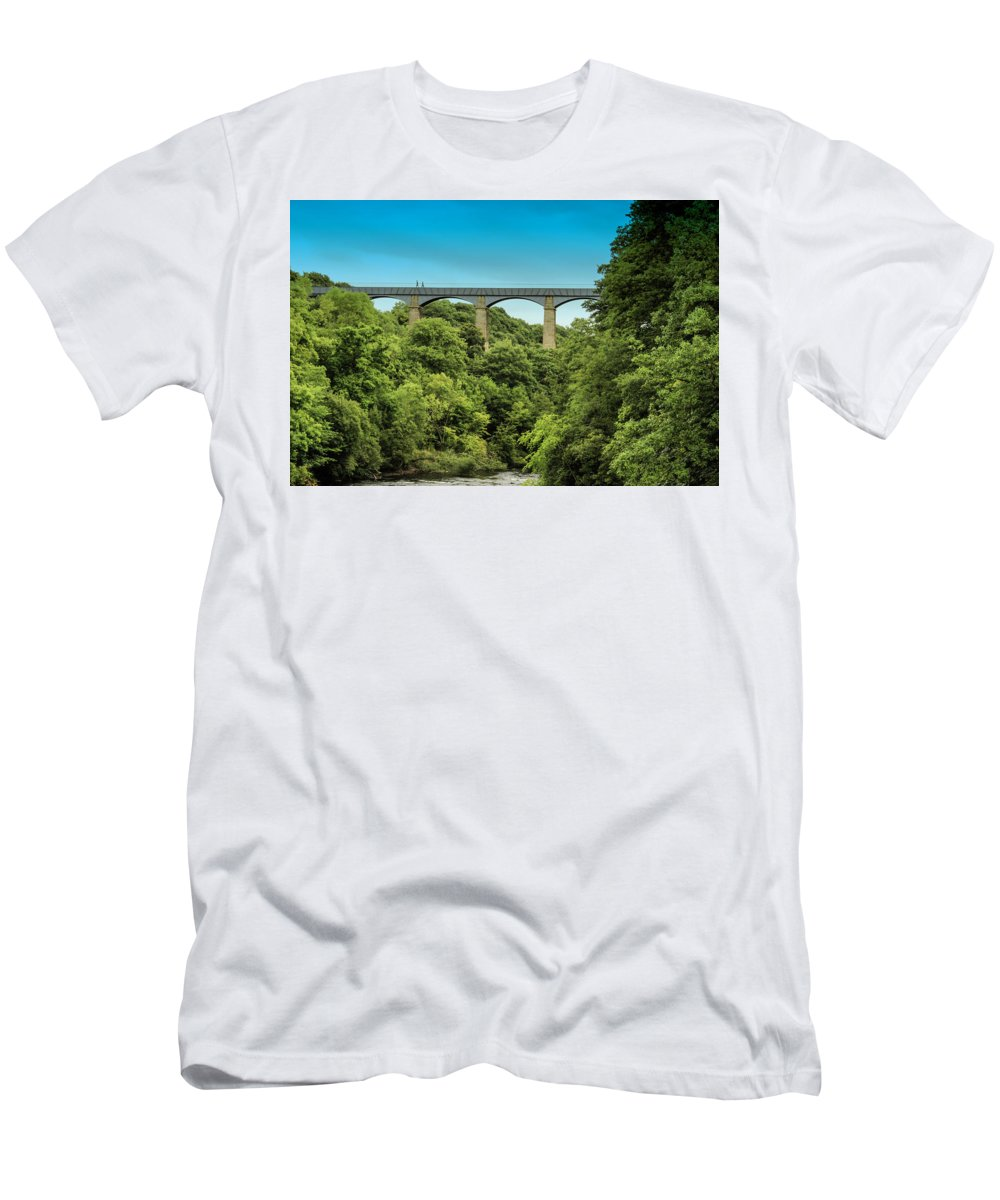 Wales Men's T-Shirt (Athletic Fit) featuring the photograph Llangollen Viaduct by Larry Pegram