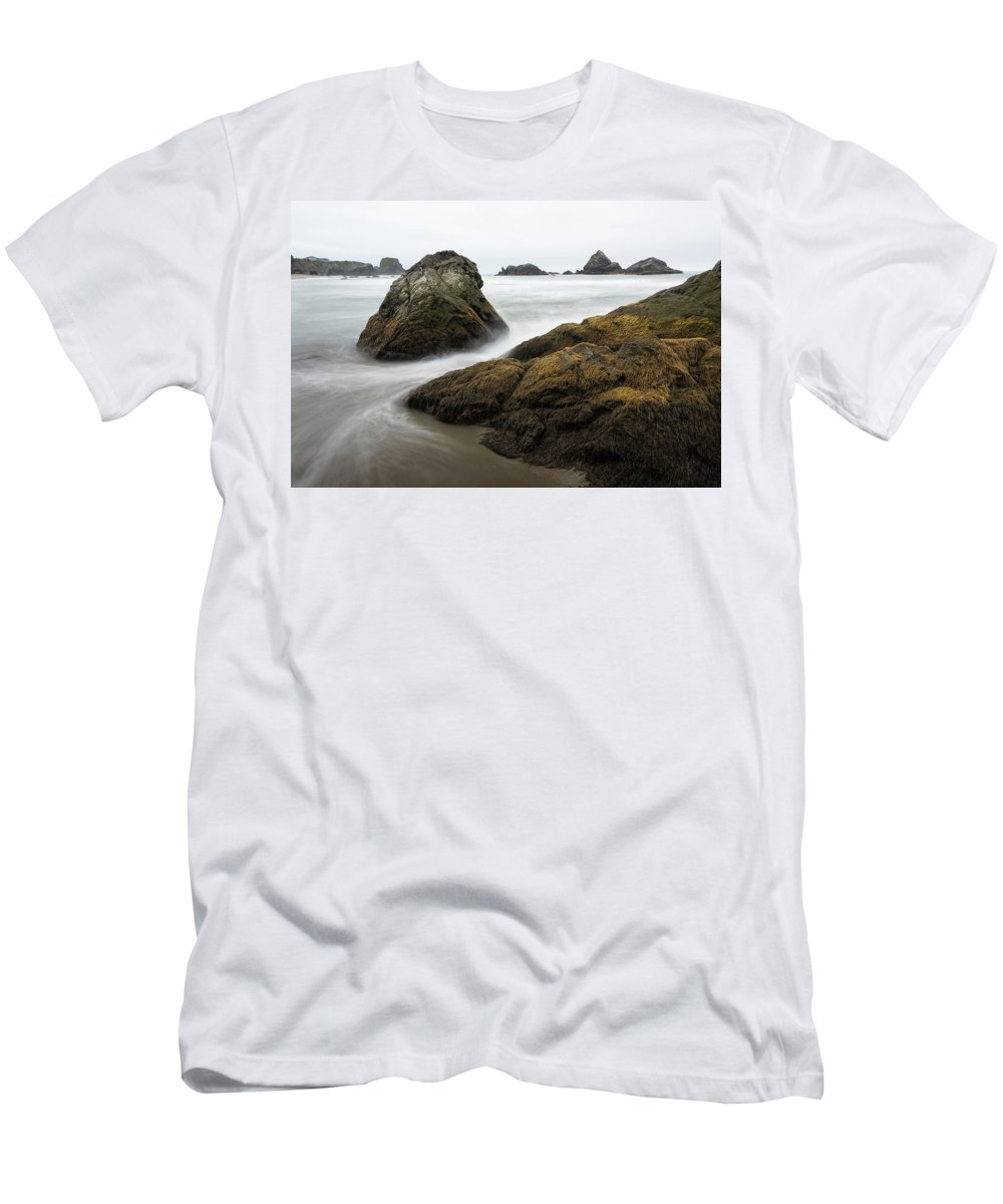Oregon Men's T-Shirt (Athletic Fit) featuring the photograph Lone Ranch 4898 by Bob Neiman