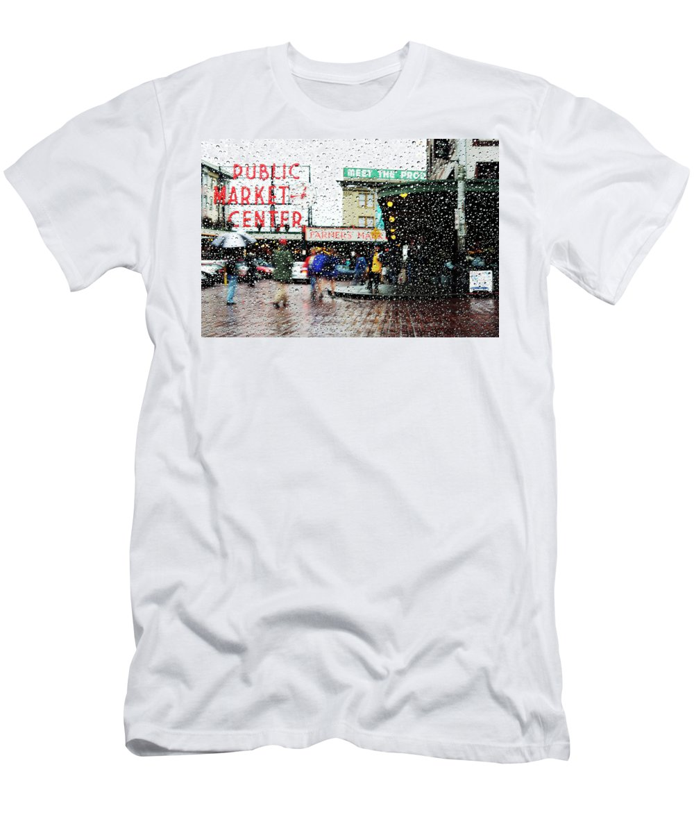 Seattle Men's T-Shirt (Athletic Fit) featuring the photograph Market In Rain J005 by Yoshiki Nakamura
