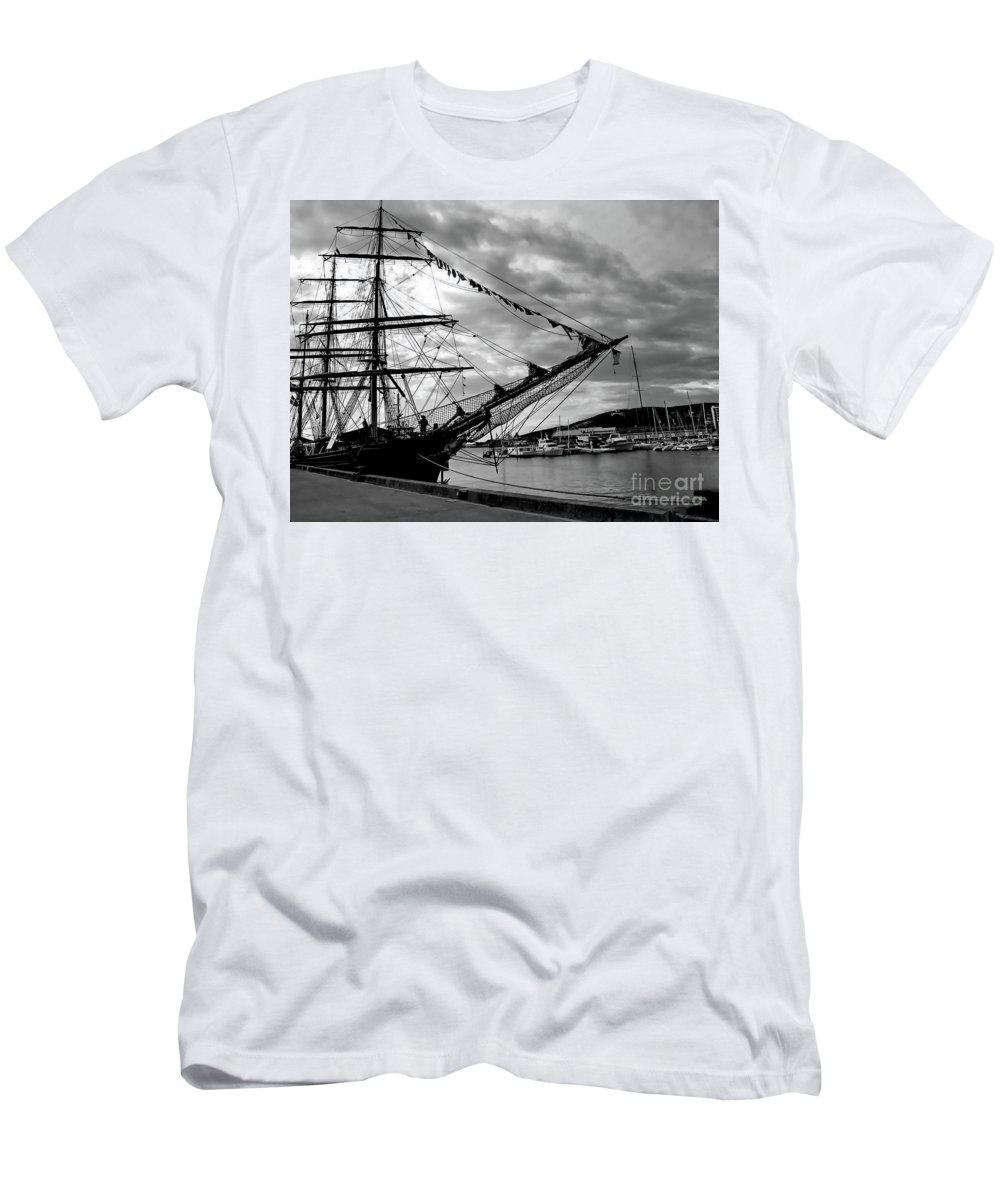 Black And White Photo Men's T-Shirt (Athletic Fit) featuring the photograph Moored At Hobart Bw by Tim Richards
