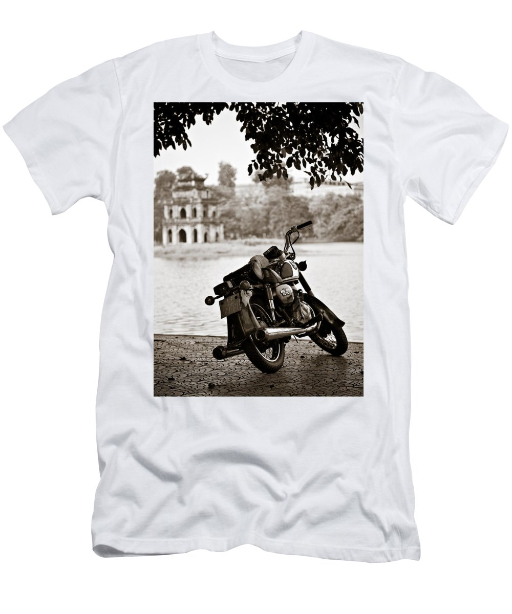 Honda Men's T-Shirt (Athletic Fit) featuring the photograph Old Honda by Dave Bowman