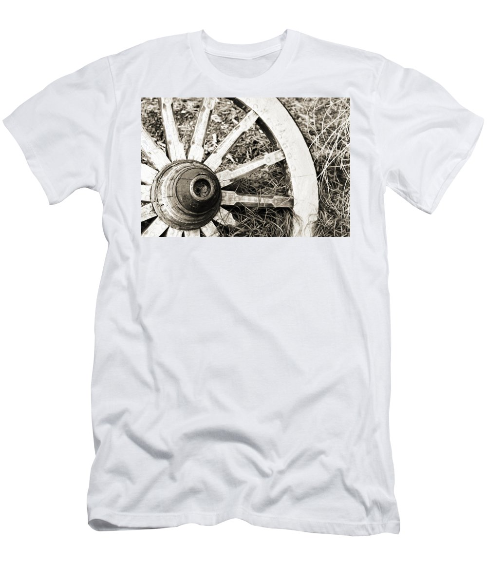 Artsy Men's T-Shirt (Athletic Fit) featuring the photograph Old Wagon Wheel by Marilyn Hunt