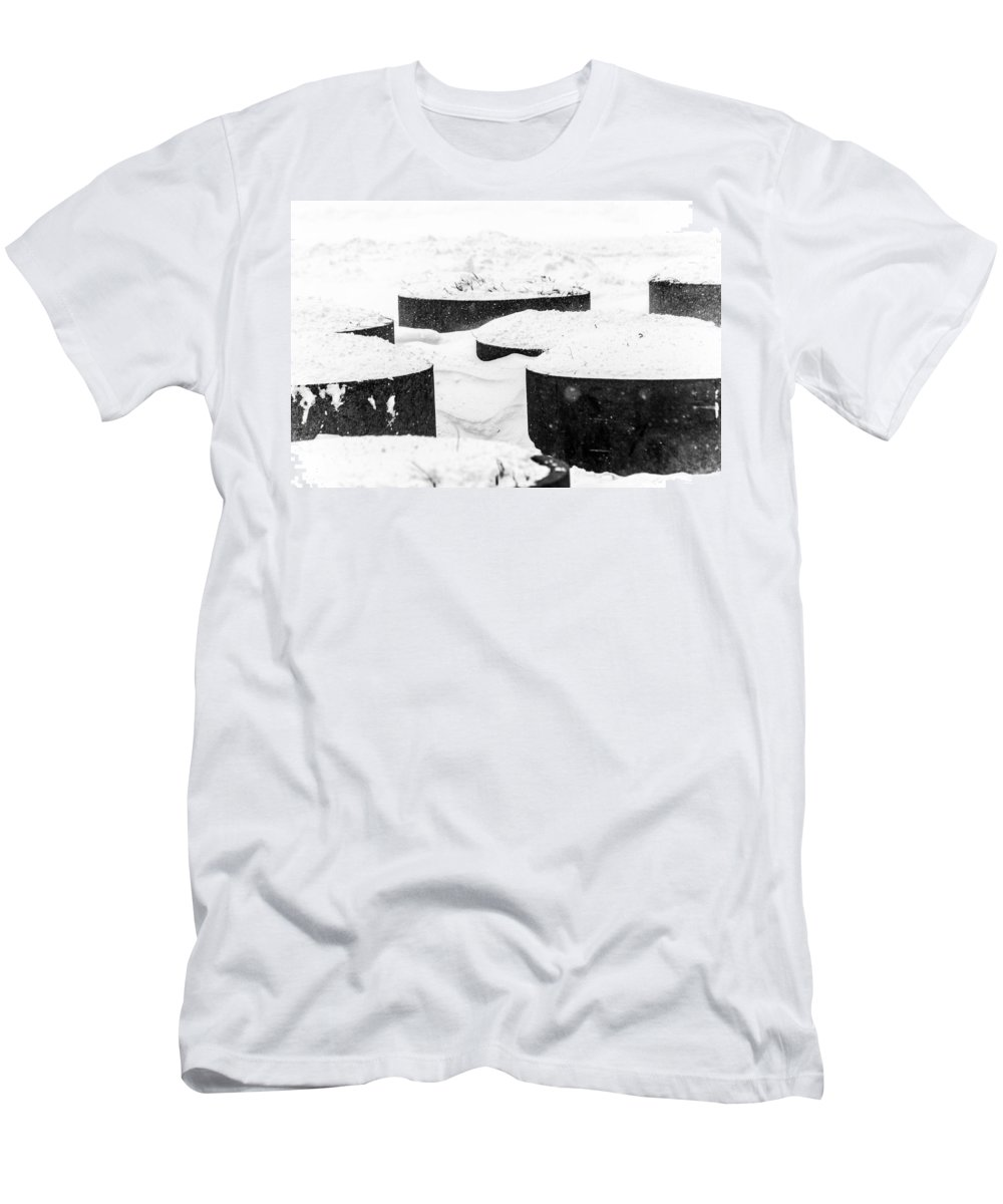Weather Men's T-Shirt (Athletic Fit) featuring the photograph Planters And Snow by SR Green