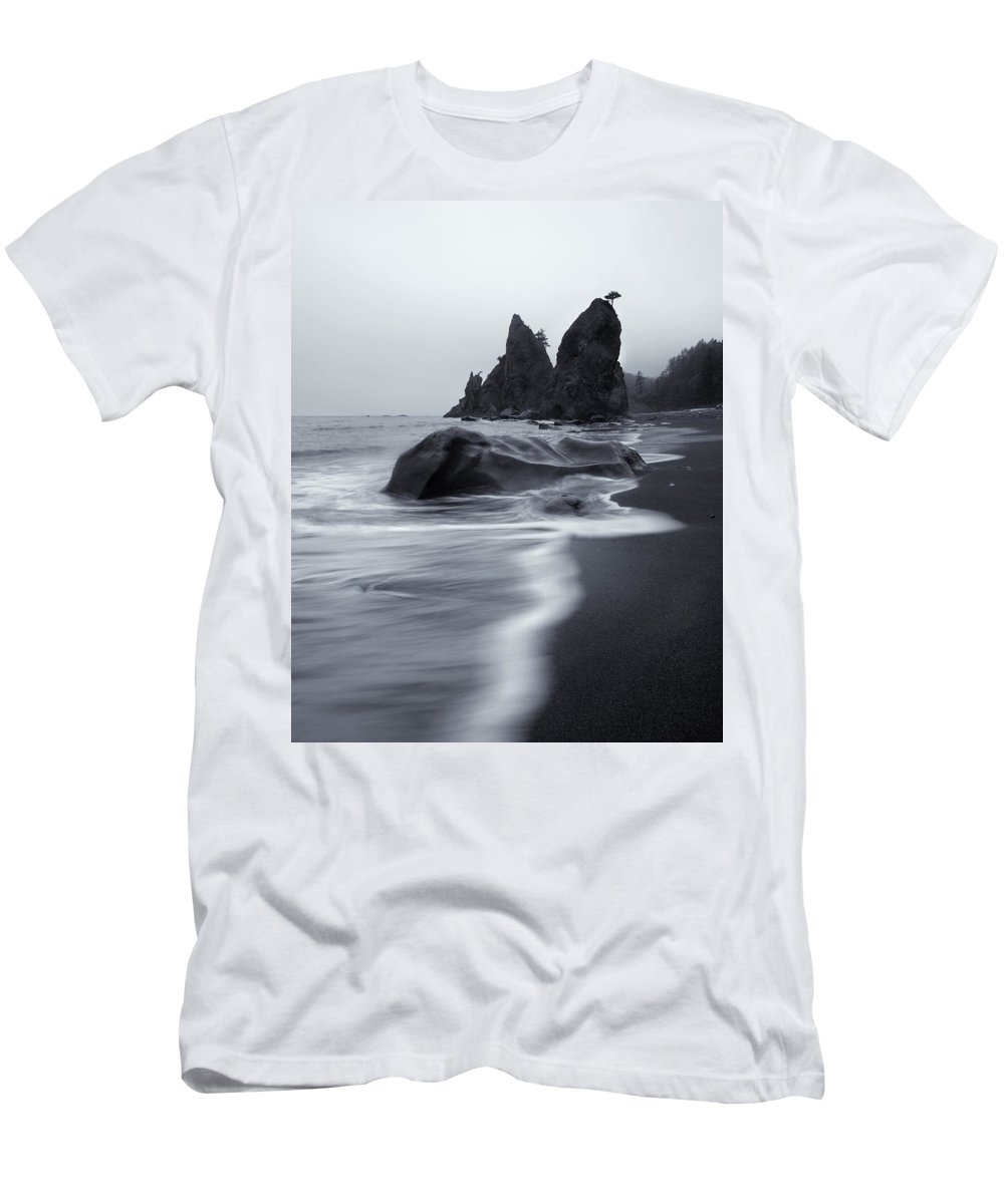 Beach Men's T-Shirt (Athletic Fit) featuring the photograph Rialto View by Mike Dawson