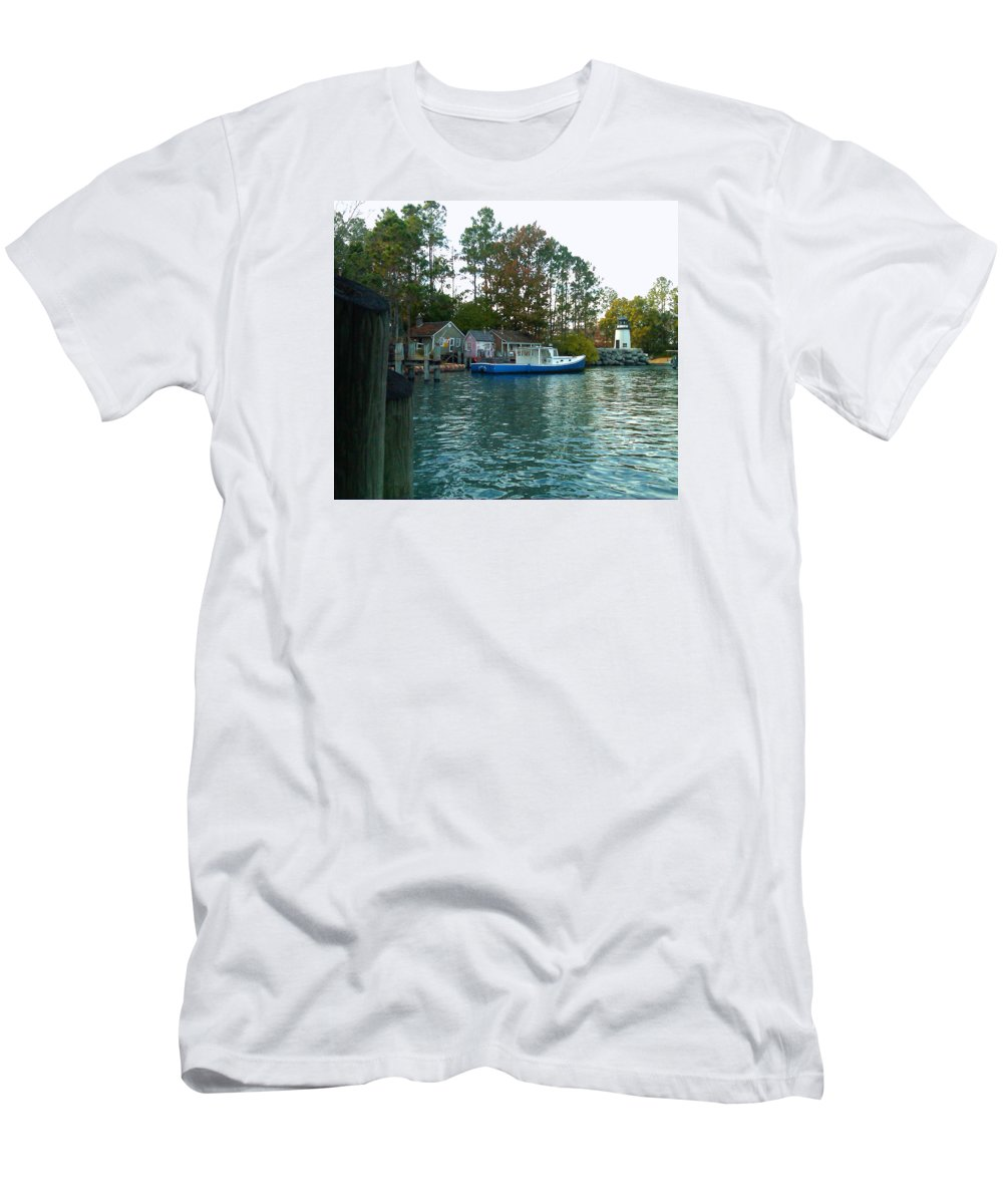 Pat Turner Men's T-Shirt (Athletic Fit) featuring the photograph River Marker Light by Pat Turner