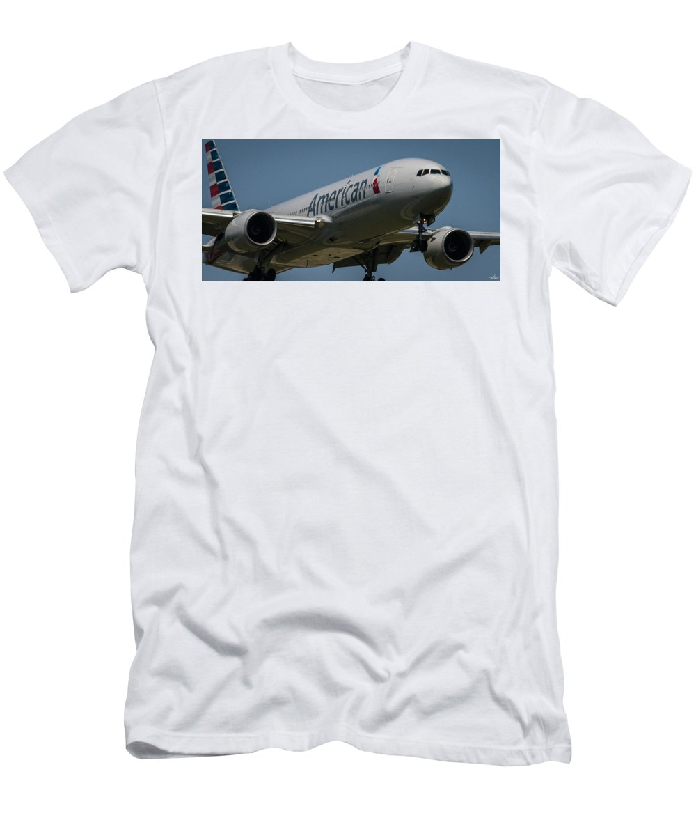 Boeing Men's T-Shirt (Athletic Fit) featuring the photograph Short Final Runway 17-r by Phil Rispin