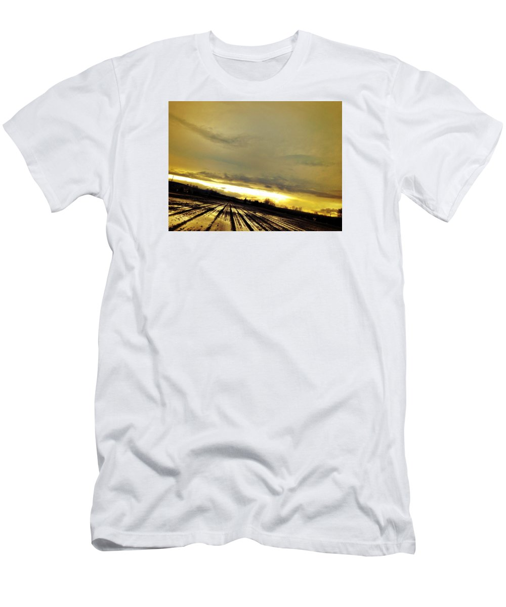 Sun Men's T-Shirt (Athletic Fit) featuring the photograph Siren by Chris Dunn