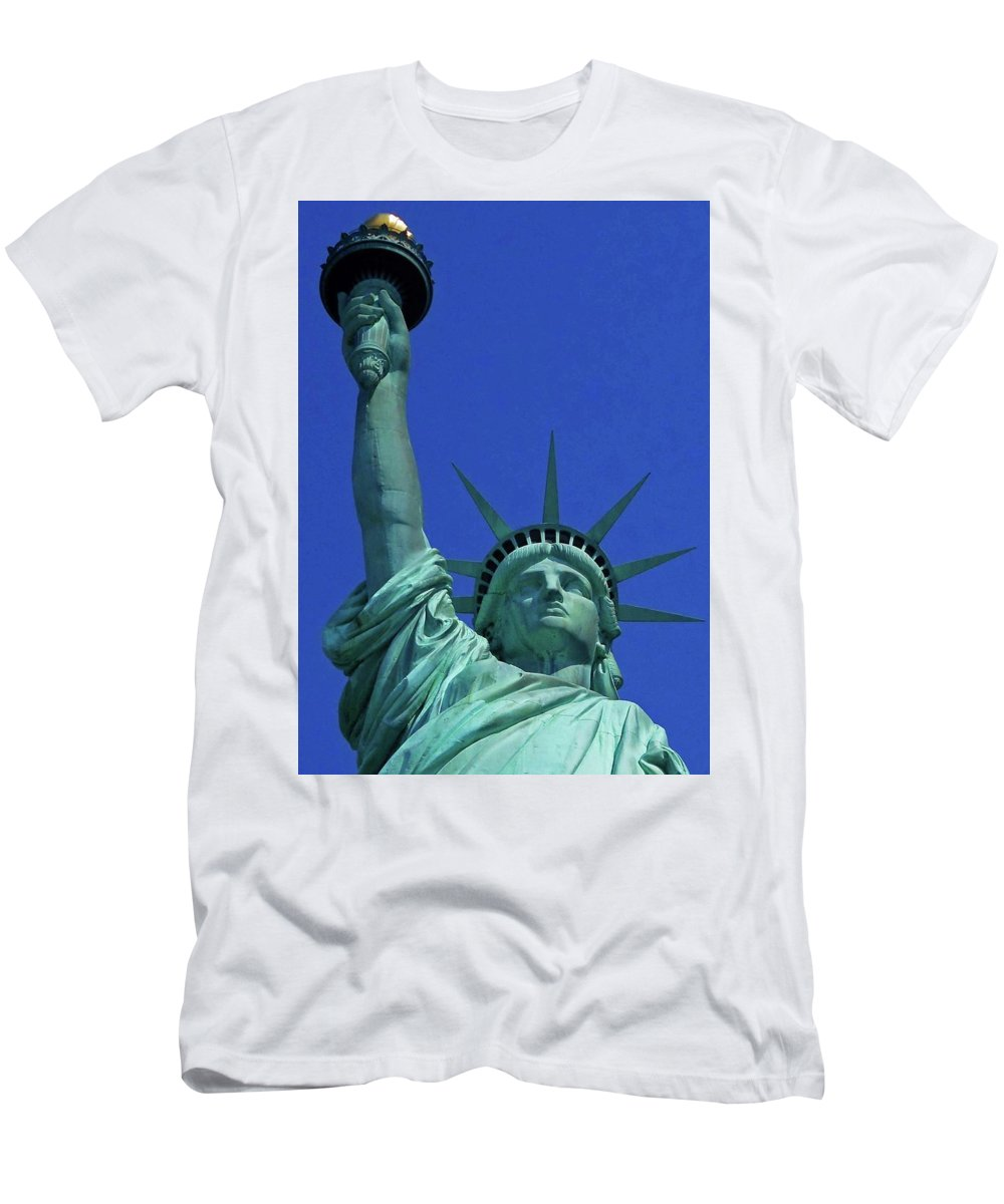 New York City Men's T-Shirt (Athletic Fit) featuring the photograph Statue Of Liberty 18 by Ron Kandt