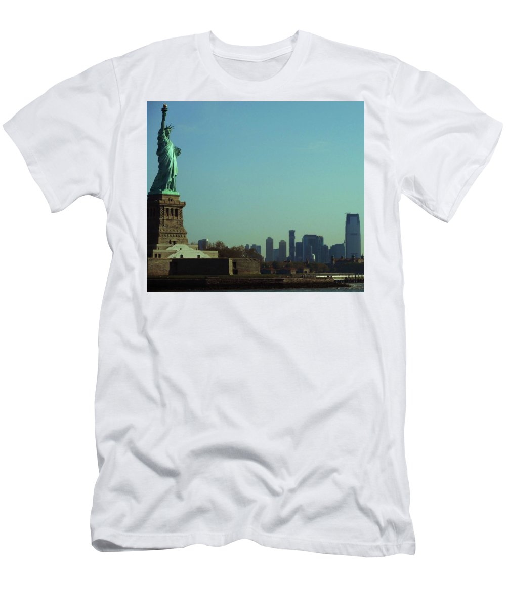 New York City Men's T-Shirt (Athletic Fit) featuring the photograph Statue Of Liberty 7 by Ron Kandt