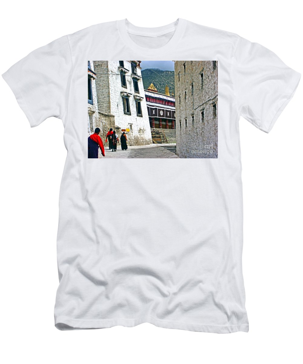 Tibet Men's T-Shirt (Athletic Fit) featuring the photograph Temple Approach by Roberta Bragan