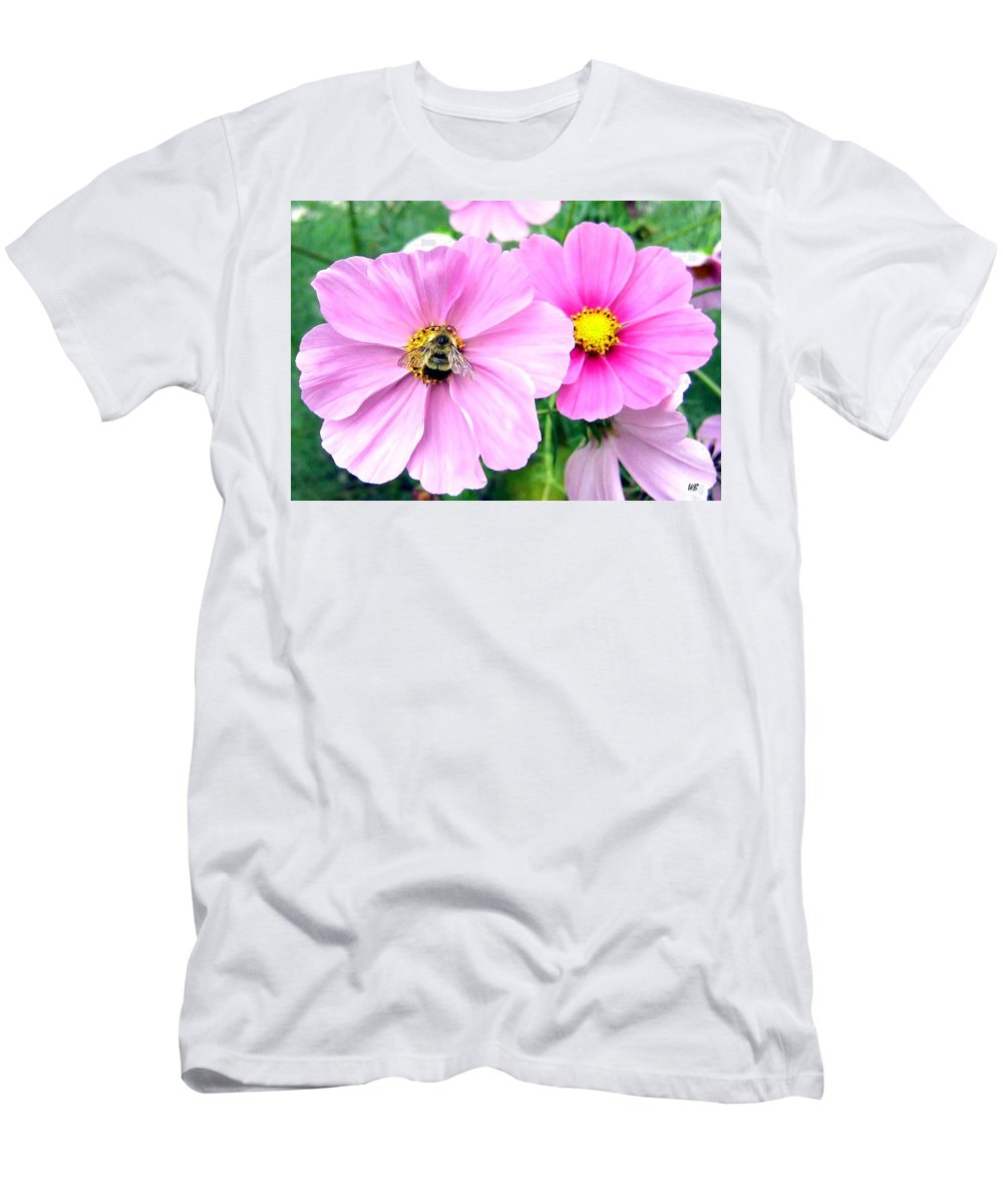 Bee Men's T-Shirt (Athletic Fit) featuring the photograph The Honeymaker by Will Borden