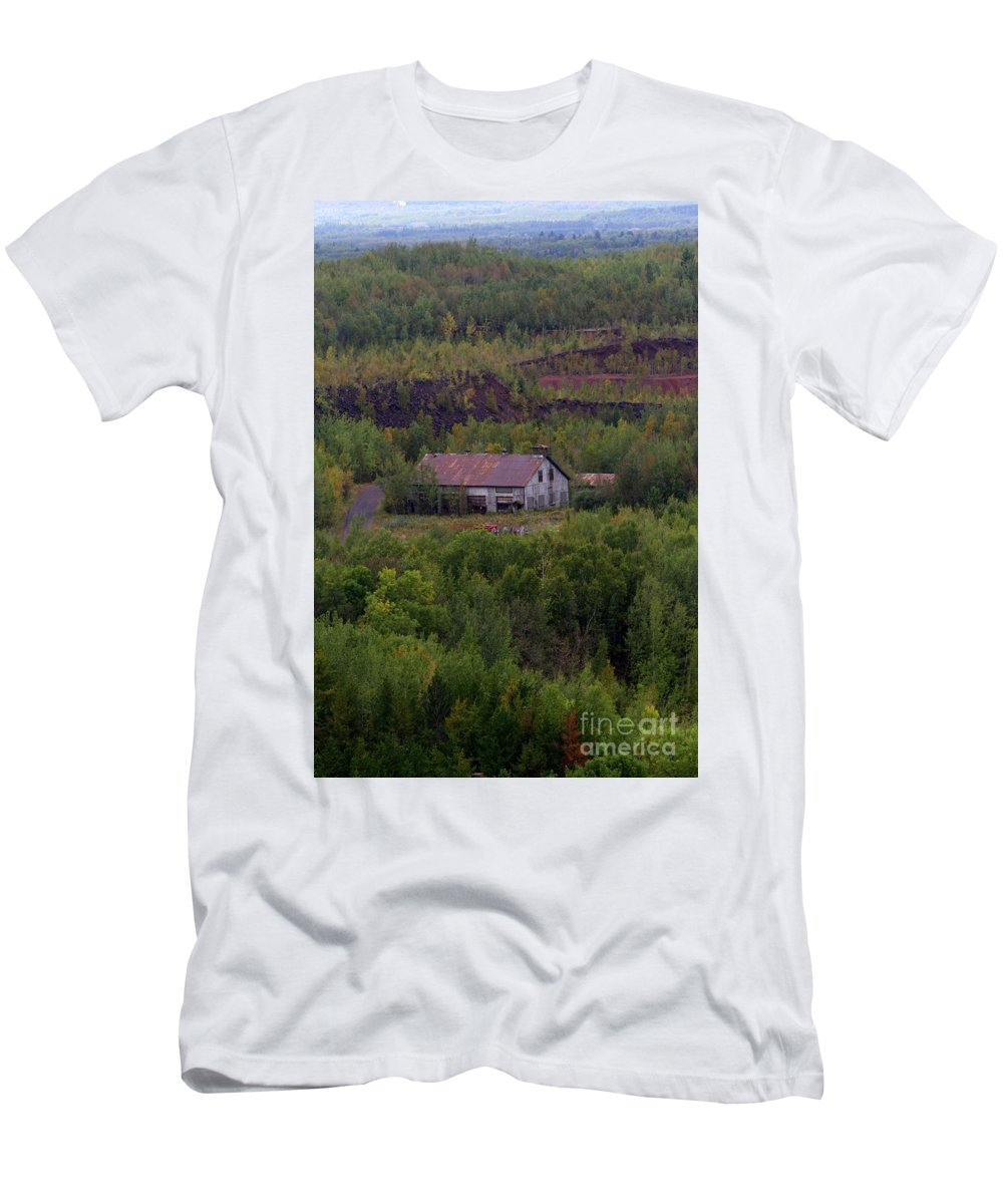 Minnesota Men's T-Shirt (Athletic Fit) featuring the photograph The Range by Rick Rauzi