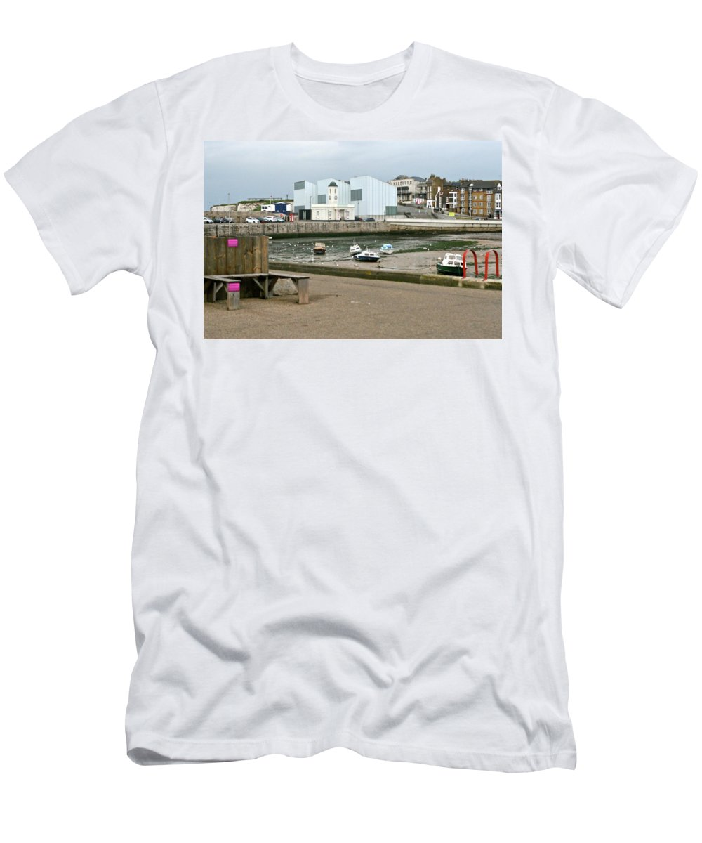 Turner Contemporary Gallery Men's T-Shirt (Athletic Fit) featuring the photograph The Turner Contemporary Gallery - Margate Harbour by Steve Swindells