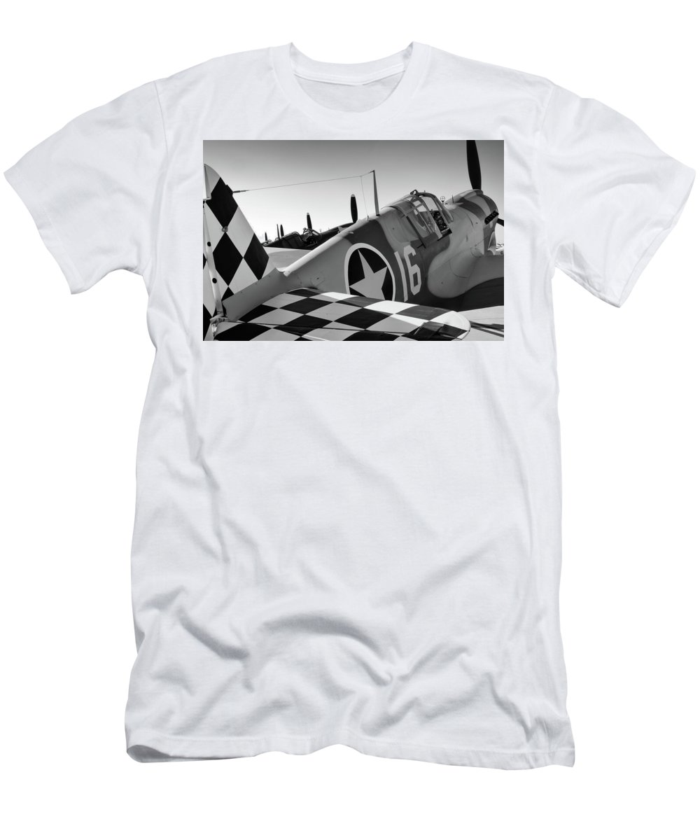 Atlanta Men's T-Shirt (Athletic Fit) featuring the photograph Tigers Row by Chris Buff