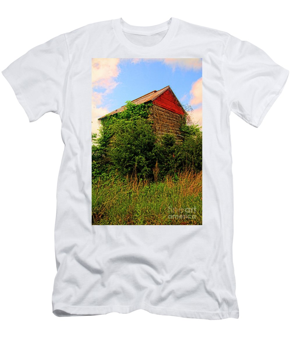 Landscape Men's T-Shirt (Athletic Fit) featuring the photograph Tobacco Barn On A Rise by Doug Berry
