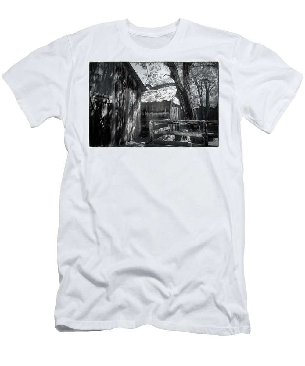 Black And White Men's T-Shirt (Athletic Fit) featuring the photograph Tree And The Barn by Douglas Craig