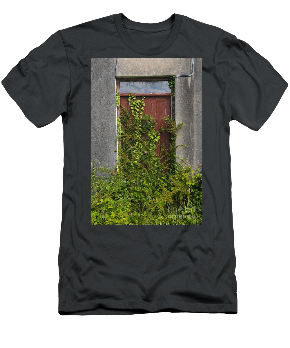 Donegal Men's T-Shirt (Athletic Fit) featuring the photograph Door Of Old House by John Shaw