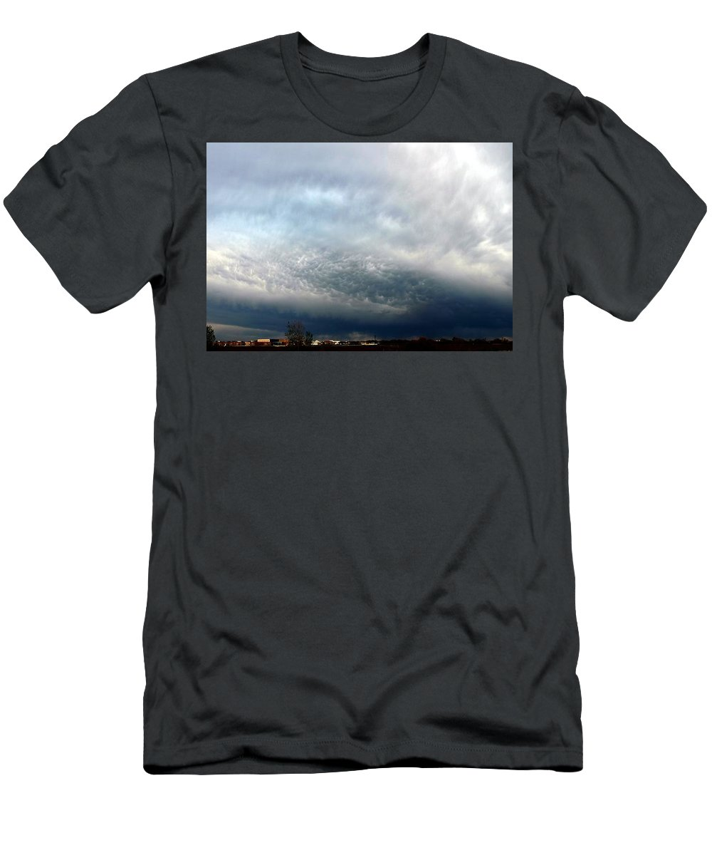 Stormscape Men's T-Shirt (Athletic Fit) featuring the photograph Nebraska Mammatus A Cometh by NebraskaSC