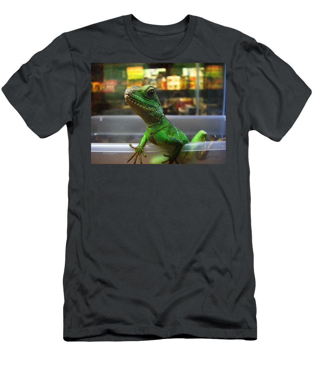 Gecko Men's T-Shirt (Athletic Fit) featuring the photograph An Escape Artist by Xueling Zou