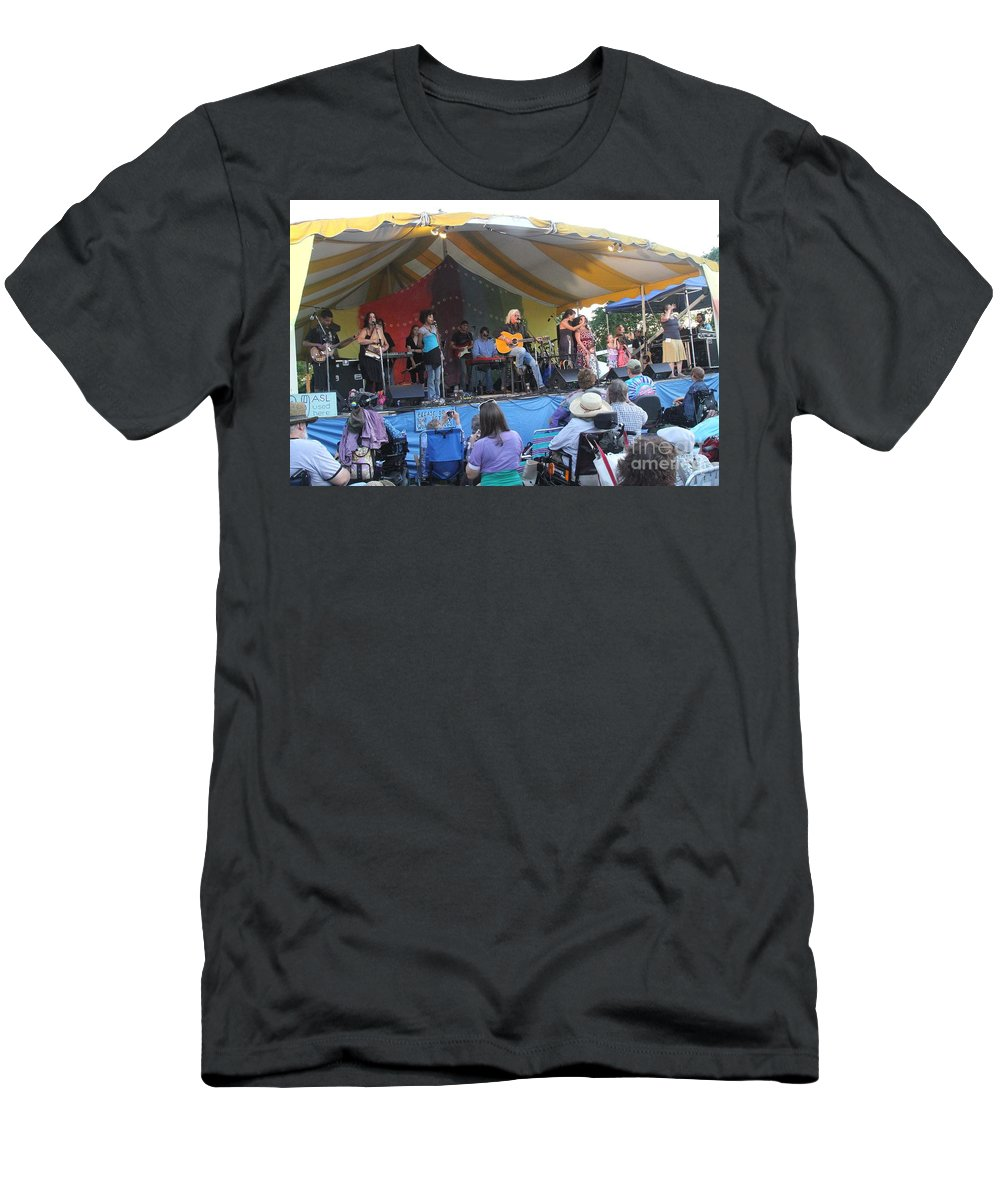 Arlo Guthrie & Family Men's T-Shirt (Athletic Fit) featuring the photograph Arlo Guthrie And Family by Concert Photos