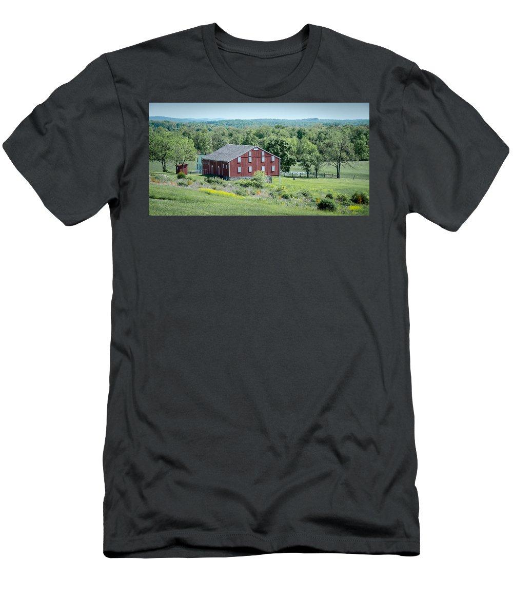 American Civil War Men's T-Shirt (Athletic Fit) featuring the photograph Bilgerville Road Farm 7d02271 by Guy Whiteley