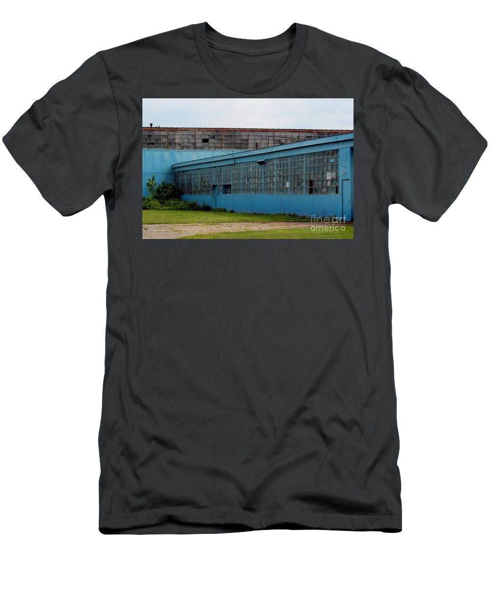 Building Men's T-Shirt (Athletic Fit) featuring the photograph Blue Building In Delaware Ohio by Karen Adams