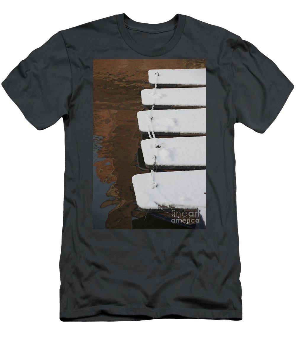 Cambridge Men's T-Shirt (Athletic Fit) featuring the photograph Cambridge Winter Punts by Julian Eales