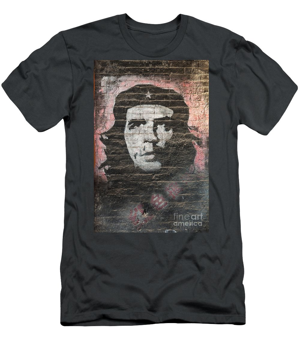 Che Men's T-Shirt (Athletic Fit) featuring the photograph Che Guevara Wall Art In China by Matteo Colombo