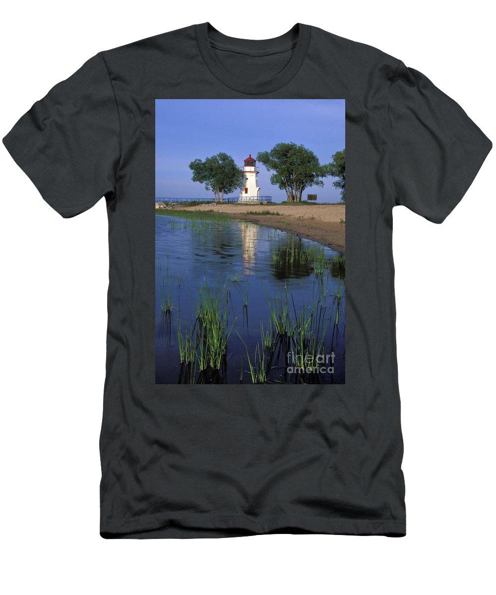 Cheboygan Men's T-Shirt (Athletic Fit) featuring the photograph Cheboygan Crib Light - Fs000378 by Daniel Dempster