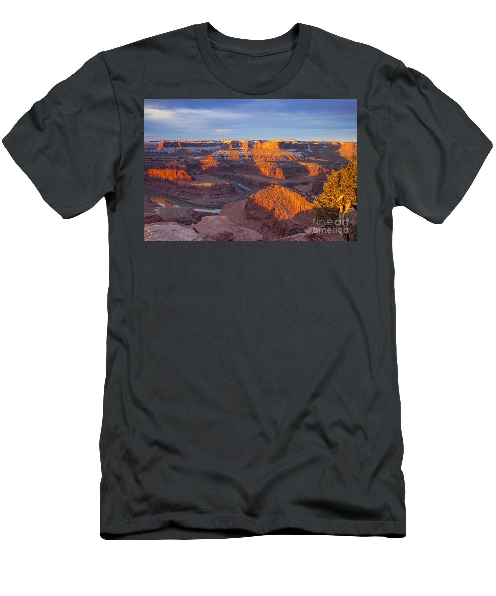 America Men's T-Shirt (Athletic Fit) featuring the photograph Dead Horse State Park by Brian Jannsen