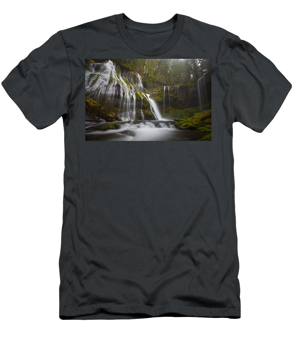 Lush Men's T-Shirt (Athletic Fit) featuring the photograph Dripping Wet by Darren White