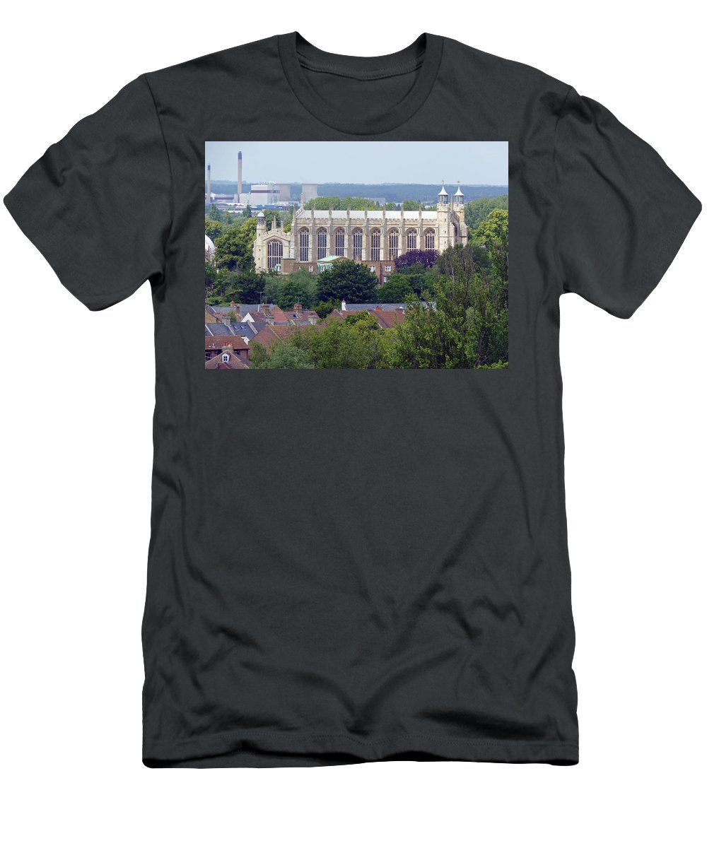 Windsor Men's T-Shirt (Athletic Fit) featuring the photograph Eton College Chapel by Tony Murtagh