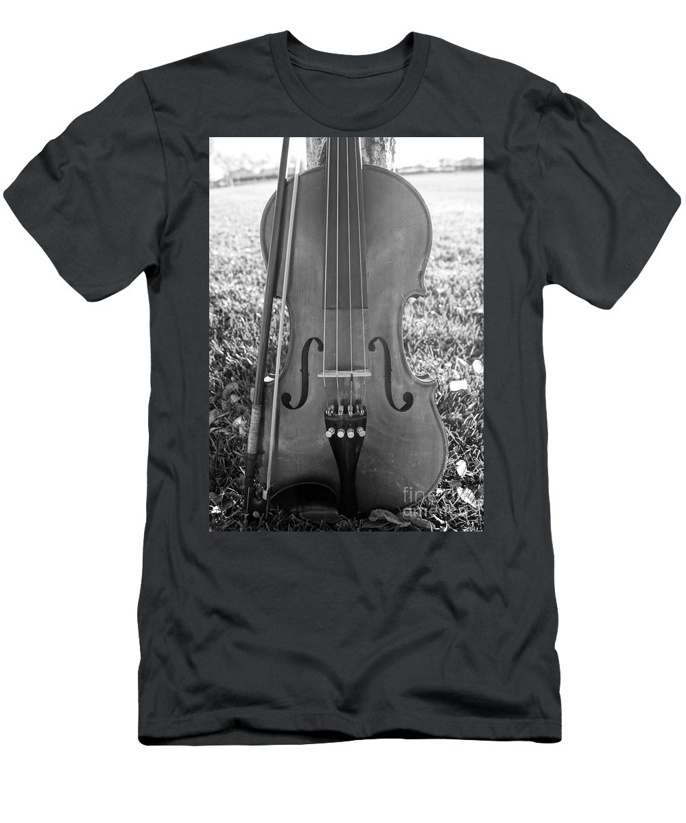 Nature Men's T-Shirt (Athletic Fit) featuring the photograph Fiddle And Bow Bw by Kerri Mortenson