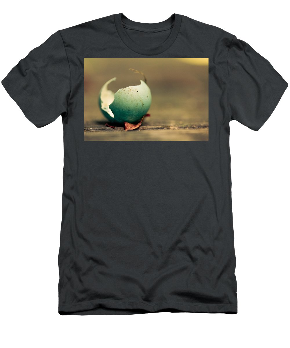 Egg Men's T-Shirt (Athletic Fit) featuring the photograph Free by Shane Holsclaw